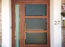 Porta ingresso abitazione privata.