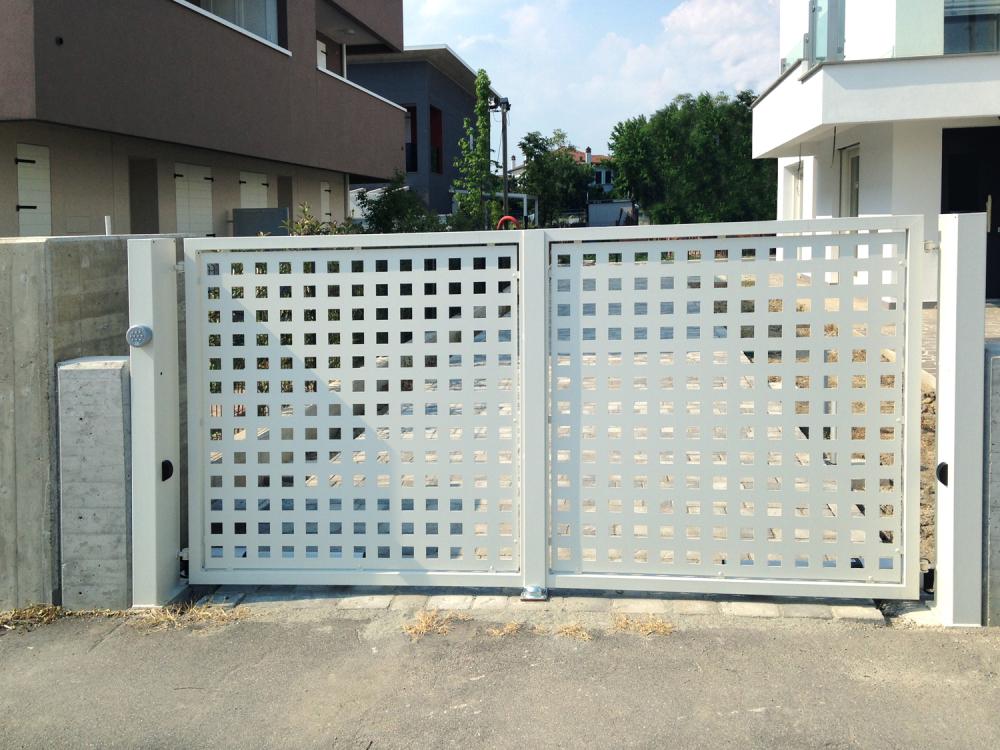 Dai serramenti ai cancelli in ferro battuto - Cancello porta ingresso ...
