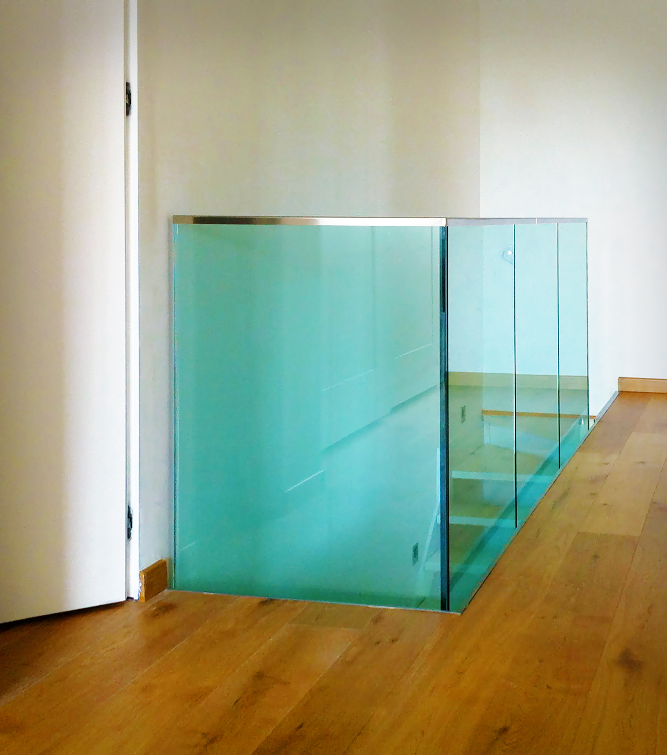 Scale ringhiere e parapetti serramenti e design - Parapetti in vetro per scale ...
