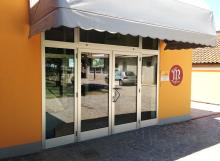 Porta di ingresso macelleria Migliari (FE)
